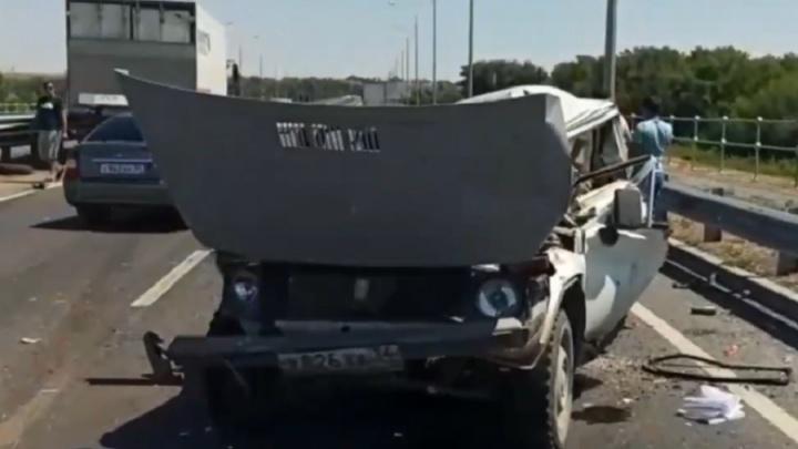 На новом мосту через Ахтубу грузовик раздавил внедорожник