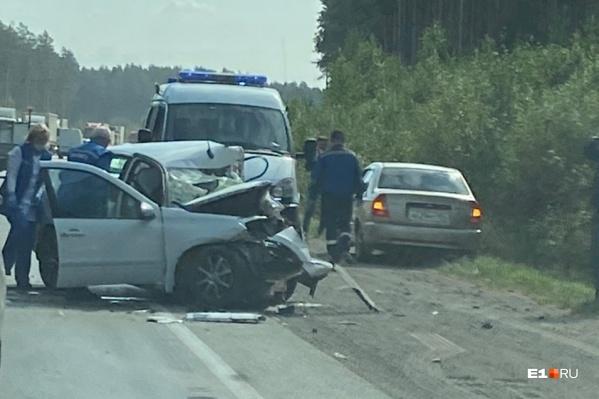 В ДТП погибли водитель и пассажирка легковушки