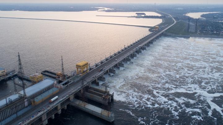 «Если бы закрыли полностью, было бы больше проблем»: плотину Волжской ГЭС откроют к октябрю 2021 года