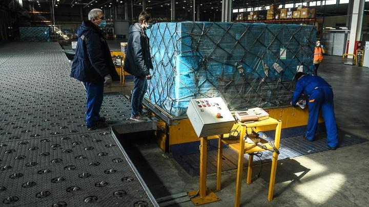 «Больше не будет никакого дефицита»: в Новоуральске заработала линия по производству масок