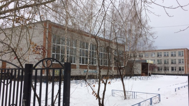 Тюменская школа выплатит ученице 700 тысяч рублей за травму на мокром полу