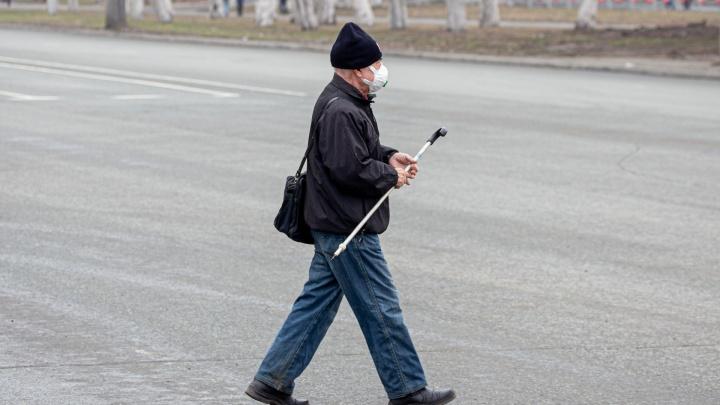 В Челябинской области работающим пенсионерам продлили возможность взять больничный