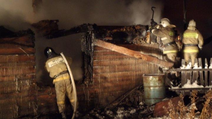 Зауральцы спасли мать с сыном из пожара
