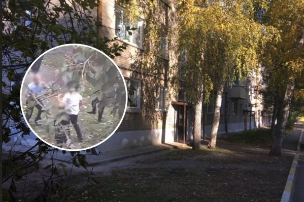 Жители дома № 11 по улице Часовой жалуются на постоянные крики и драки школьников во дворе