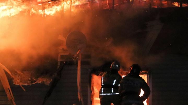 В Кургане на проспекте Машиностроителей произошел крупный пожар в административном здании
