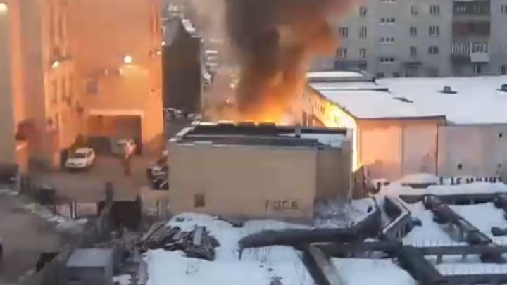 «Окна захрустели»: еще одно видео взрыва машины в центре Архангельска от читателя 29.RU