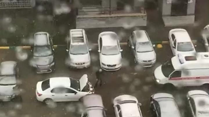 В Нижнем Новгороде водитель не выпустил скорую из двора