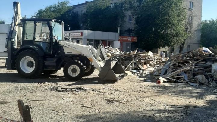 На него давно жаловались: в Волгограде на Казачьем рынке снесли незаконный торговый павильон
