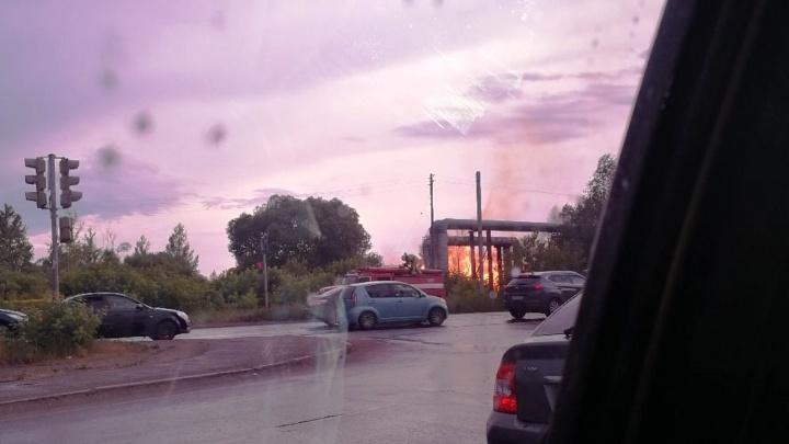 Мощный пожар на 2-й Солнечной попал на видео. Там загорелся газ