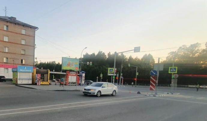В Заельцовском районе водитель «Шкоды» сбил 17-летнего велосипедиста — пострадавшего увезли в больницу