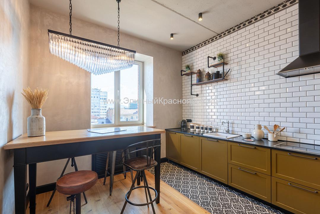 Общая площадь всей квартиры на двух этажах — 220 квадратов