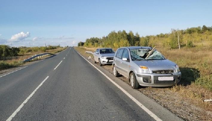 Доской в лоб: на дороге в Самарской области в «Форд» влетел груз со встречного автомобиля
