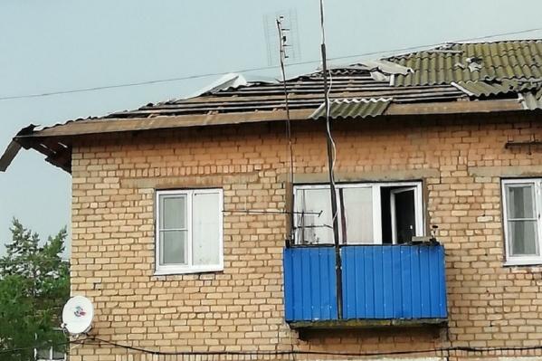 Сильный ветер срывал крыши с домов