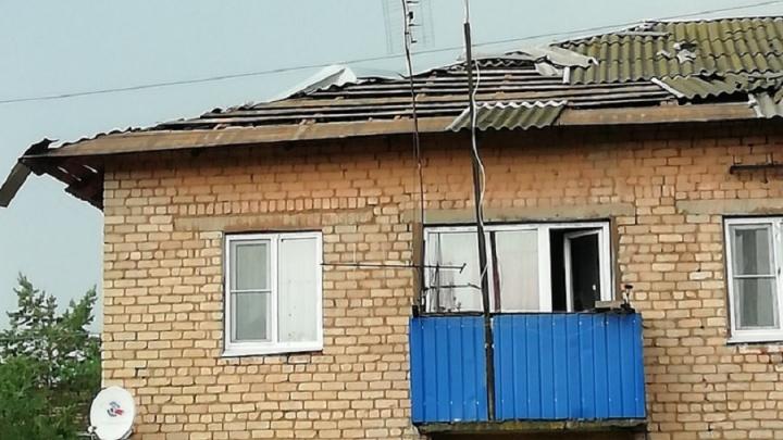 Вырванные деревья и сломанные крыши: в селе под Волгоградом пронесся мощный ураган