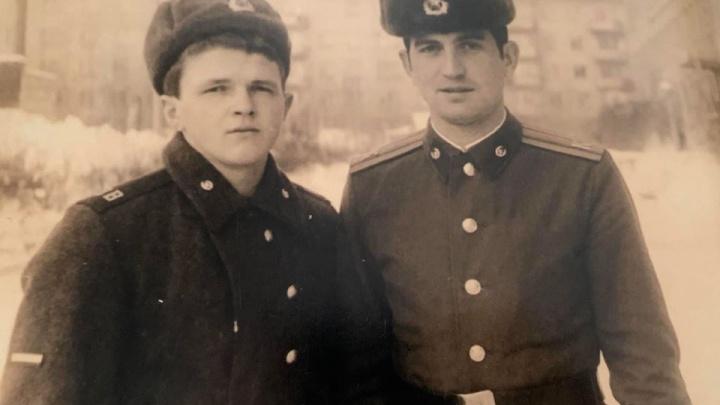 Армейские фото и букеты из рыбы: как красноярцы отмечают 23 Февраля