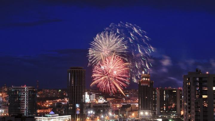 Мэр Екатеринбурга рассказал, как будут проводить праздничный салют в честь Дня Победы