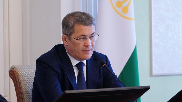Радий Хабиров поручил отменить рукопожатия в правительстве Башкирии