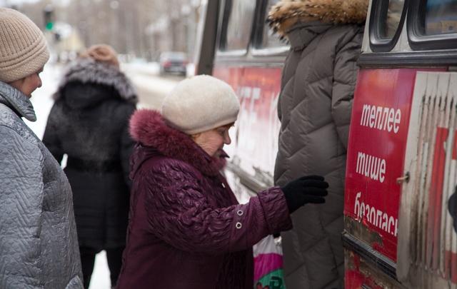 Глава Архангельска на видео объяснил, почему пенсионерам отменили льготный проезд на автобусах