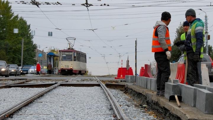 Налево нельзя. Продлено ограничение в движении на Свердловском проспекте из-за ремонта трамвайного переезда