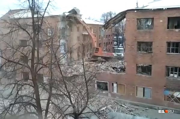 В 2018 году из здания расселили последних жителей