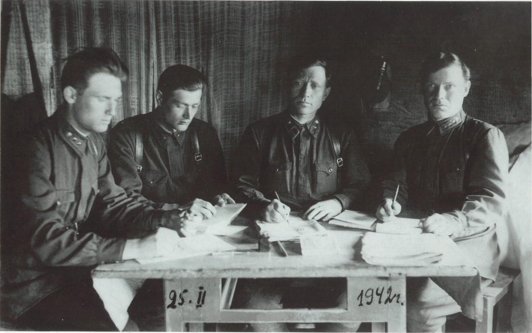 В течение двух последних лет войны Георгий Михайлович служил в СМЕРШе.<br><br>На фото — заседание военного трибунала Северо-Западного фронта о присвоении военного звания&nbsp;