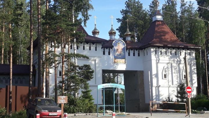Неделя на покаяние: в епархии объяснили, почему Среднеуральский монастырь оказался без главы