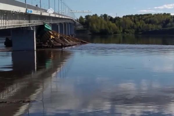 Предварительно, на мосту нет повреждений после столкновения