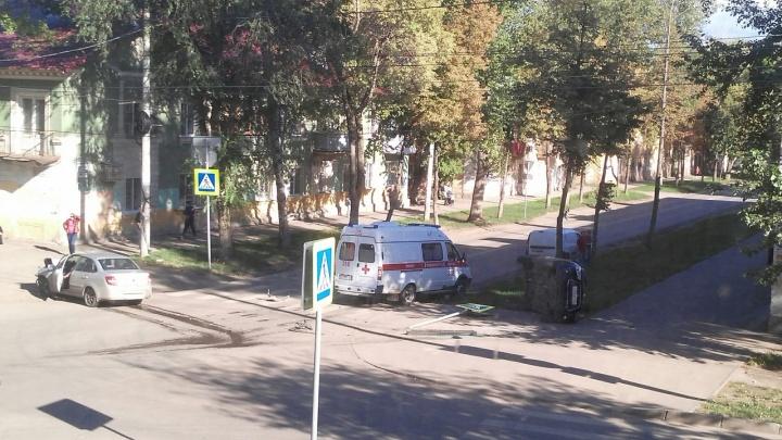 Вверх тормашками: недалеко от ДК Литвинова в Самаре столкнулись две легковушки