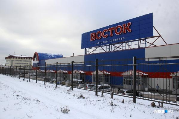 Проверка налоговой службы обнаружила нарушения на бывшей барахолке — ТК «Восток»