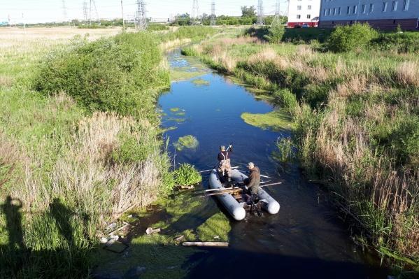 Сумки с останками женщины были найдены в этом водоёме