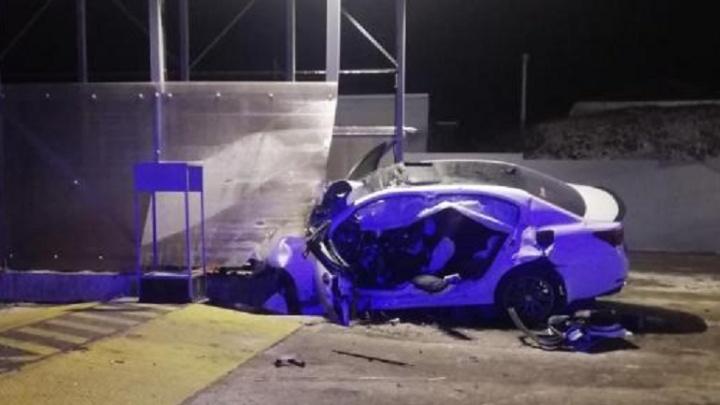 В Свердловском районе водитель Lexus потерял управление и врезался в забор