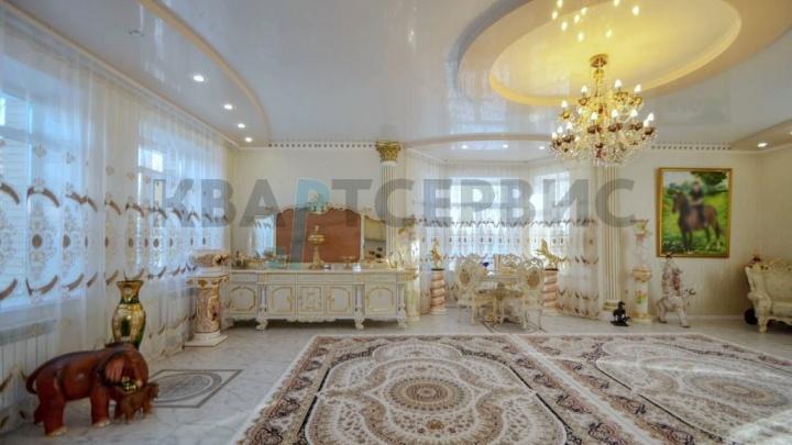 В Омске за 22 миллиона продают особнякв стиле Екатерининского дворцас золотыми конями