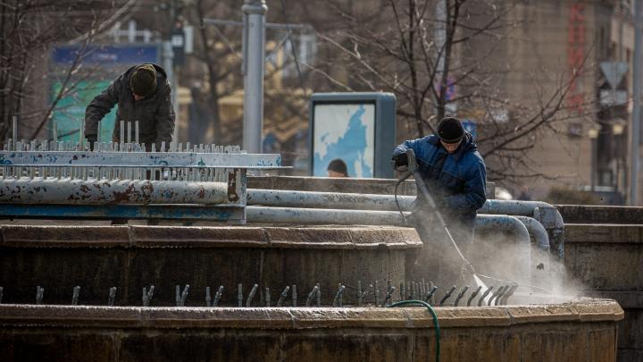В Новосибирске начали готовить к лету городские фонтаны — один в этом году так и не запустят