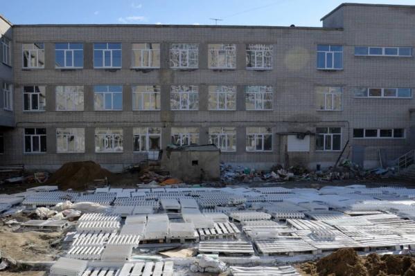 """Школу <nobr class=""""_"""">№ 11</nobr> закрыли на ремонт почти год назад"""