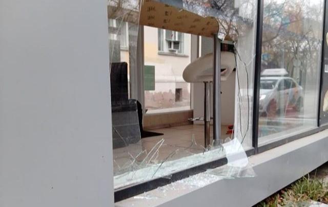 «Украли кофемашину и сосиски»: на проспекте Ленина ночью ограбили кафе