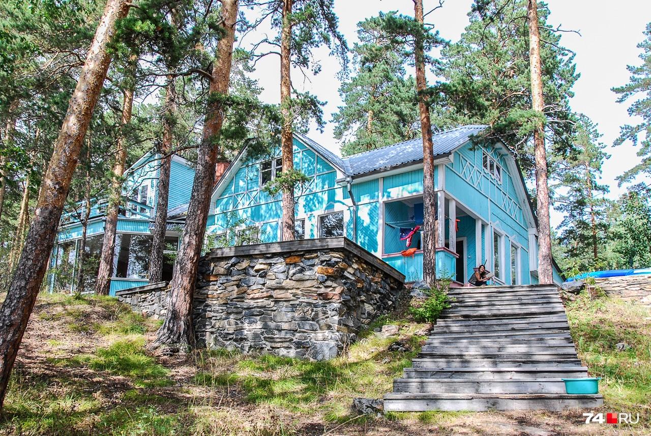 Дом Николая Риля — известного немецкого физика, который внёс большой вклад в советский атомный проект. Два года он был научным руководителем «Лаборатории Б»