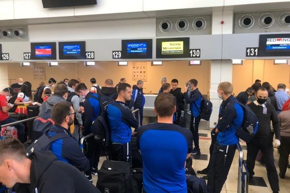 Футболисты «Новосибирска» готовятся к вылету в Россию