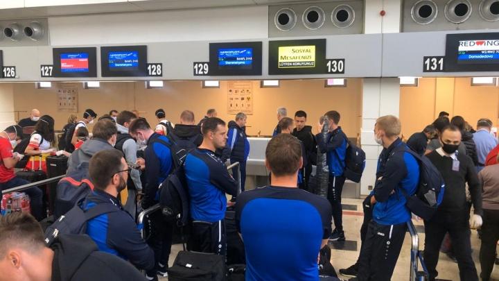 Футболисты ФК «Новосибирск» досрочно возвращаются со сборов в Турции — их ждёт 14-дневный карантин