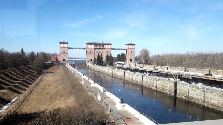 Два пролета плотины закрыты: Рыбинская ГЭС сократила сбросы воды