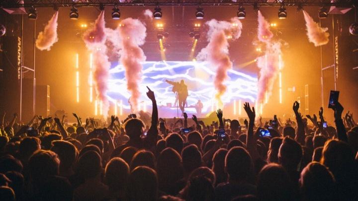 Шоу с танцами и огнем, отрыв на концерте Элджея, спектакль про НЛО и еще 14 идей на выходные