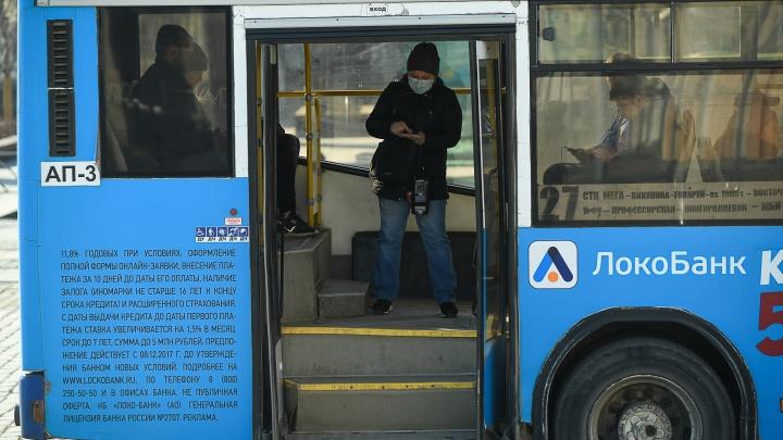 «Тощей грудью будем стоять в дверях?»: водители и кондукторы — об идее не пускать пассажиров без масок
