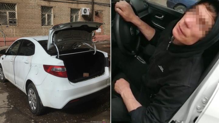 «Где-то тут же бутылка была»: в Волгограде пьяный автомойщик угнал машину клиентки