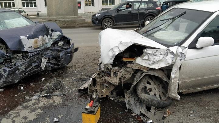 В Кургане водитель иномарки выехал на встречку и устроил массовое ДТП