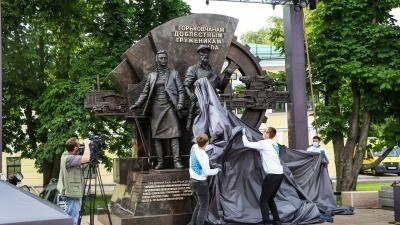 «От эскиза до финала за два месяца»: в Нижнем Новгороде установили памятник труженикам тыла ВОВ