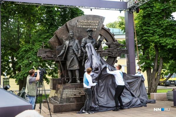 Момент, когда перед нижегородцами предстал новый монумент