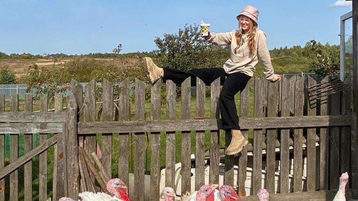 Популярный блогер Поля из деревки побывала в Мотыгино и сняла ироничный ролик о жизни в поселке
