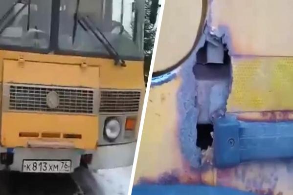 У автобуса прогнил корпус по периметру. Поражения значительные