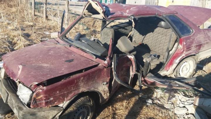 В Плесецком районе после столкновения ВАЗа с опорой ЛЭП трое человек оказались в больнице