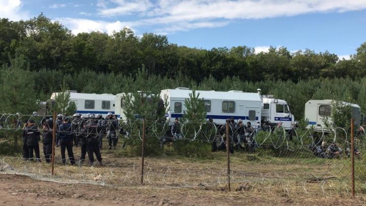 «Мужики, мы вам не враги»: экоактивисты пытаются вести мирный диалог с силовиками