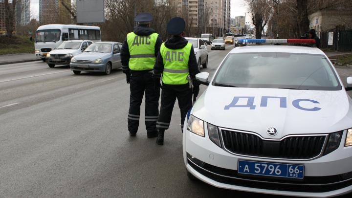 Рекорд — 37 тысяч: в ГИБДД рассказали, за какие нарушения свердловчане пытались дать взятки инспекторам